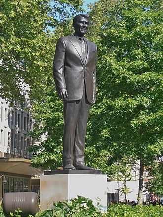 Embassy of the United States, London - Statue of Ronald Reagan outside the former embassy