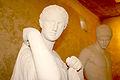 Statues, au château seigneurial de Villemomble..jpg