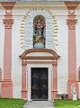 Stift Griffen Pfarrkirche Mariae Himmelfahrt W-Portal mit Supraporte Madonna della Vittoria 06072015 5623.jpg