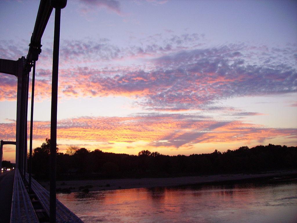 file sunset cosne cours sur loire bridge wikimedia commons. Black Bedroom Furniture Sets. Home Design Ideas