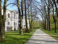 Szymanów park i fragmenty pałacu - szkoła - panoramio.jpg