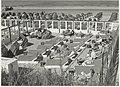 Terras met strandstoelen en -bedden. NL-HlmNHA 54005263.JPG