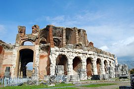 The Amphitheatre of Santa Maria Capua Vetere 004.jpg