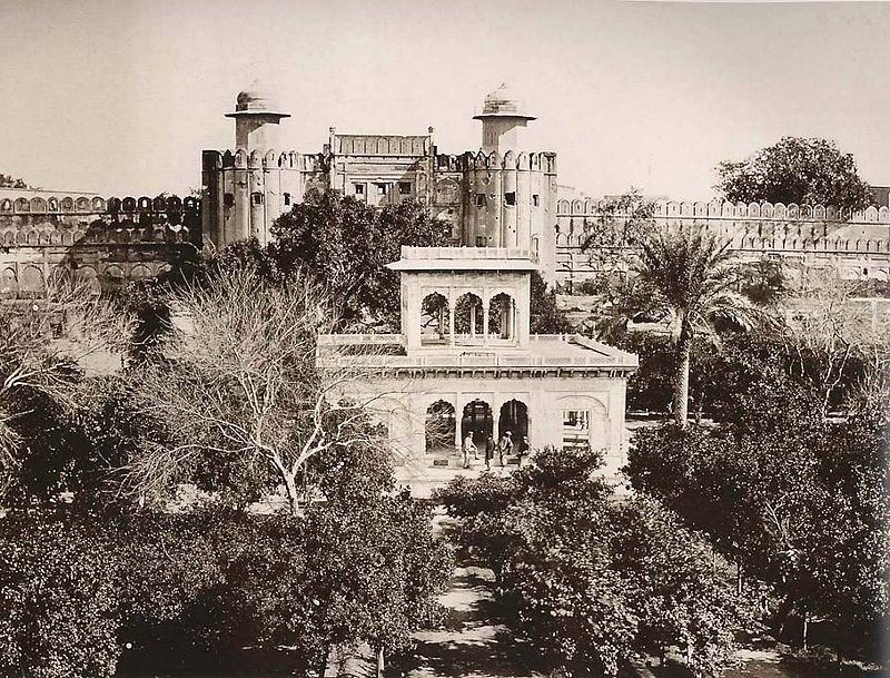 The Hazuri Bagh Pavilion(1870).jpg