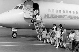 Tour group at Orange County Airport, 1972.jpg