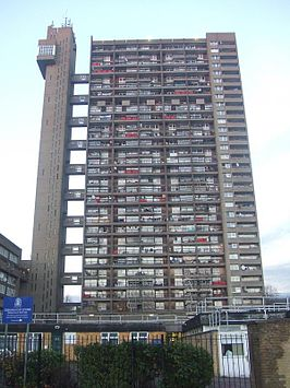 Trellick Tower Goldfinger.jpg