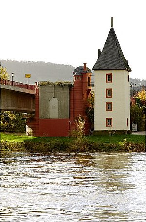 Trittenheim - Head of the old Moselle bridge and the new Moselle bridge at Trittenheim