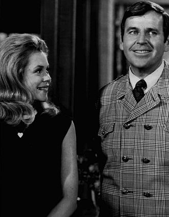 Bewitched - Elizabeth Montgomery and Paul Lynde as Uncle Arthur (1968)