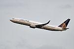 United Airlines, Boeing 737-924(ER)(WL), N68801 - SEA (18242042718).jpg