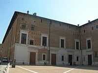 Urbino-IngressoPalazzoDucale.jpg