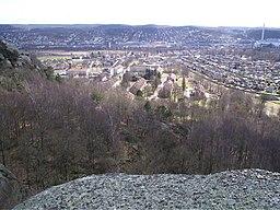 Utby med Fjällbo park, set fra Utbybjergene.   Billedet er taget på cirka 100 m o.h. lige sydpå.   I fonden ses Sävedalen i Partille kommune.