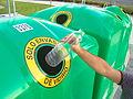 Utilizando el contenedor de Ecovidrio.JPG