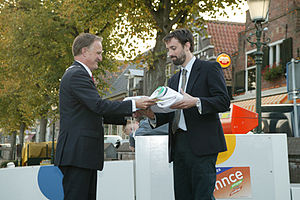 2012 Vintage Yachting Games - Following loosely the Olympic tradition, Como's project manager Pietro Adamoli (right) received the Vintage Yachting Games Flag during the closing ceremony of the 2008 Vintage in Medemblik, The Netherlands from the mayor of Medemblik: Theo van Eijk.