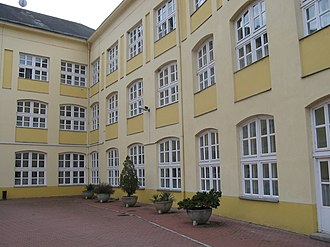 Varga Katalin Secondary School - The building's old wing in the 2000s, from the interior courtyard
