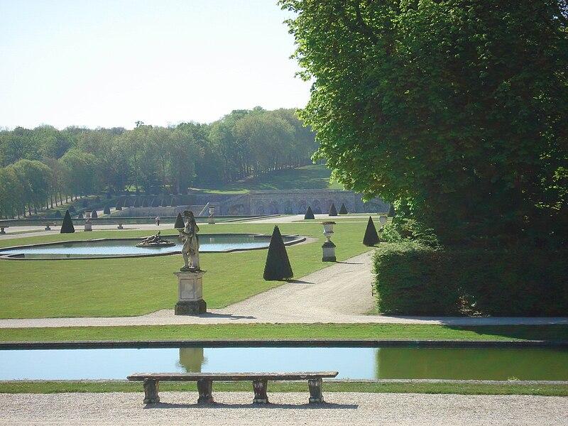 http://upload.wikimedia.org/wikipedia/commons/thumb/9/93/Vaux-le-Vicomte_07.jpg/800px-Vaux-le-Vicomte_07.jpg