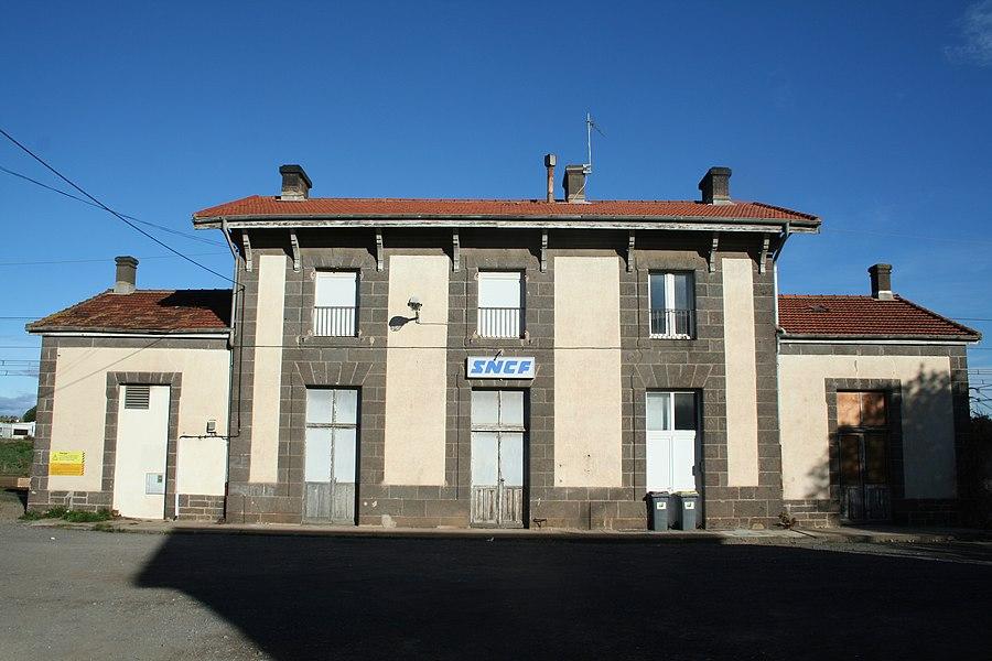 Vias (Hérault, Languedoc-Roussillon, France) - Ancien bâtiment de la gare.