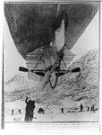 """View of underside of Wellman airhship, """"America,"""" Spitzbergen LCCN2002722163.jpg"""