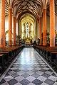 Villach Stadtpfarrkirche Hl Jakob Mittelschiff Chor 31052012 022.jpg