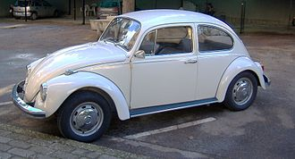 Bolt-on front and rear fenders on a Volkswagen Beetle Volkswagen Maggiolino.JPG