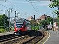 Vorortelinie Hernals Zug Richtung Handelskai.jpg