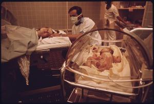出産's relation image
