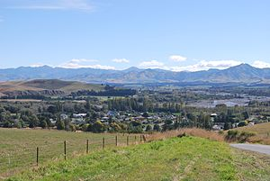 Waiau, Canterbury - Waiau seen from the Leader Road. The Waiau River is in the background