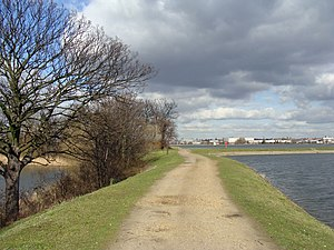 Walthamstow Reservoirs - Path running between reservoirs 4 and 5