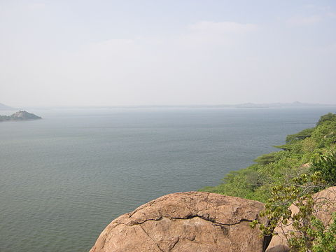 Stanley Reservoir formed by Mettur Dam, the largest dam in Tamil Nadu Water Catchment Area of Stanley reservoir.jpg