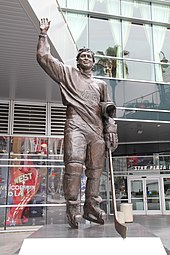 170px-Wayne_Gretzky_statue_at_Star_Plaza%2C_downtown_LA%2C_USA_-_panoramio Wayne Gretzky Edmonton Oilers Los Angeles Kings New York Rangers Team Canada Wayne Gretzky