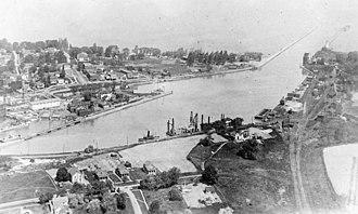 Port Dalhousie, Ontario - Image: Welland canal a 030557