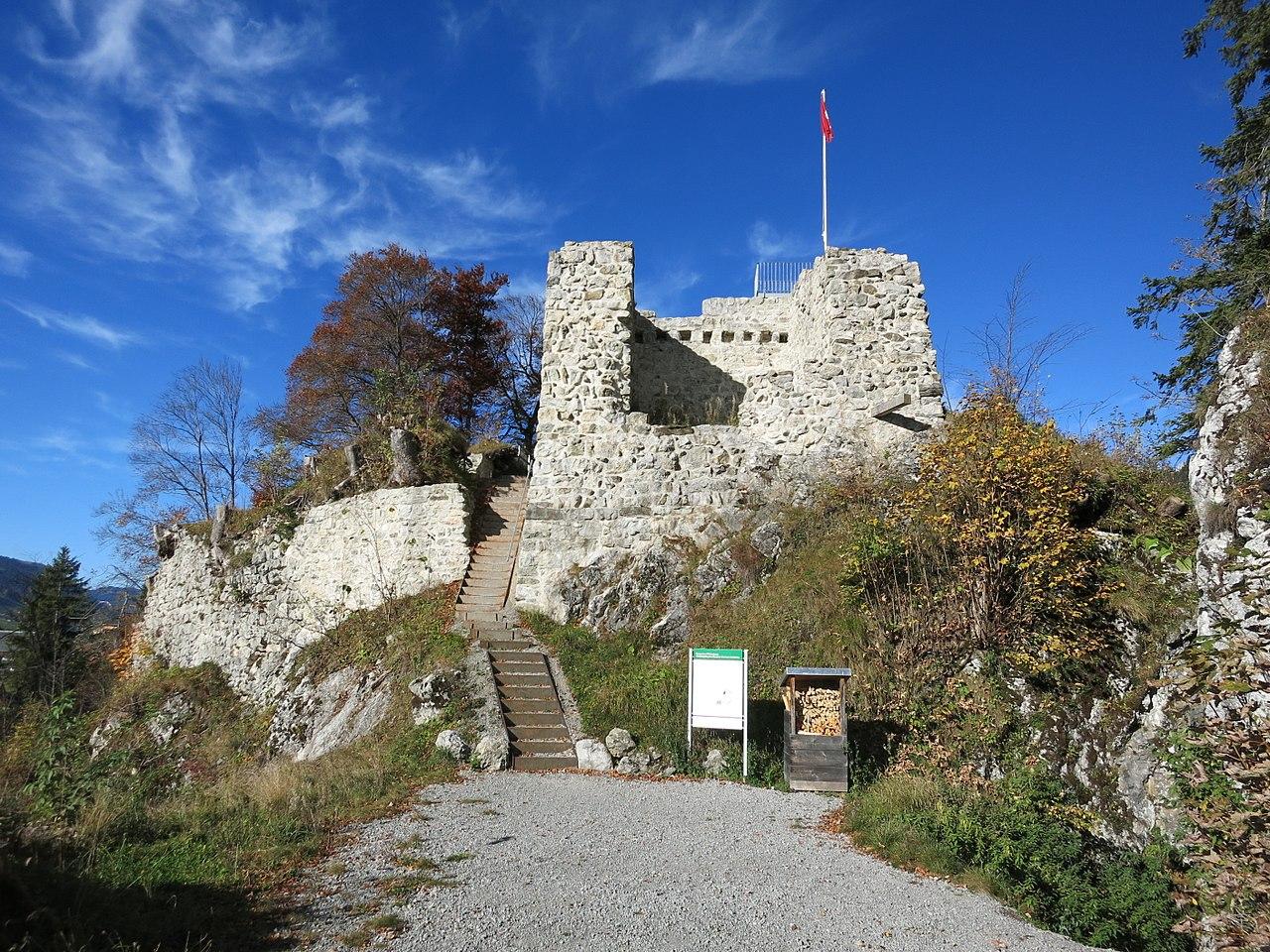 Burghügel der Wildenburg bei Wildhaus SG