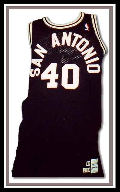 e7c294c3f The Spurs sported radially-arched black and white letters on their uniforms  during much of