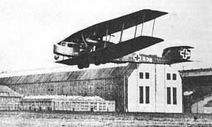 Staaken - R.VI in front of the Zeppelin halls