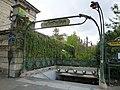 Édicule Guimard de la station Denfert-Rochereau.jpg