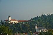 Černá Hora - zámek a kostel od hřbitova.jpg