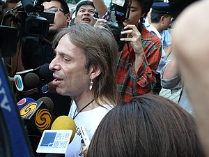 Alain Robert - Alain Robert after ascend of Four Seasons Hotel Hong Kong, 2008