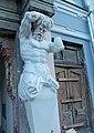 Атлант (правый) на фасаде Особняка Шихобаловых - улица Венцека, 55, Самара, Самарская область.jpg
