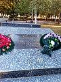 Братська могила червоноармійців. Кількість похованих невідома, с. Воздвижівка, в парку, Гуляйпільський р-н, Запорізька обл.jpg
