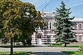 Здание бывшей мужской прогимназии (ныне школа №1) - парадный вход.jpg