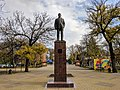 Памятник В.И.Ленину у входа в гор.парк(памятник-бронзовый, установлен в 2007 году, взамен гипсового).jpg
