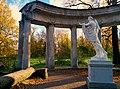 Статуя Аполлона Бельведерского и колоннада.jpg