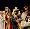 محمد باقر مرادی فرد بر روی صحنه نمایشنامه بازار عاشقان.jpg