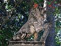 024 Vil·la Martorell (Alella), portal d'entrada a la finca, lleó.jpg