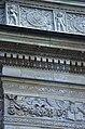 03 2019 photo Paolo Villa - F0197820 bis - Budapest - Piazza degli eroi - Monumento del millennio - putti - festoni - grottesche - Bassorilievi Neorinascimentale Neoclassico.jpg