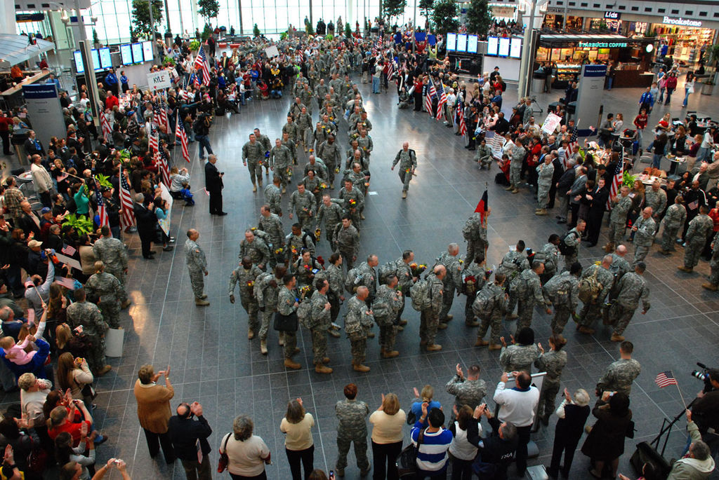 File:100 Indiana Guard Soldiers return to Indianapolis airport.jpg ...