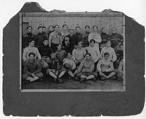 1906 Georgia Tech Yellow Jackets football team - Heisman is holding the dog.