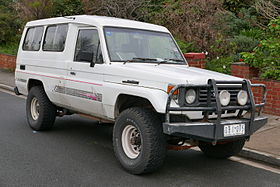 1991 Toyota Land Cruiser (HZJ75RV) 3-door wagon (2015-07-03) 01.jpg