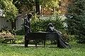 31808 Rzeźba z brązu przedstawiająca młodego Fryderyka Chopina i guwernantkę państwa Pruszaków przy fortepianie.jpg