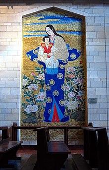 Mosaik Bunda Maria dan Kanak-Kanak Yesus ala Jepang, dalam gereja