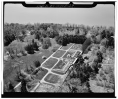 AERIAL VIEW FROM THE NORTHEAST - Lyndhurst, Greenhouse, 635 South Broadway, Tarrytown, Westchester County, NY HABS NY,60-TARY,1B-29.tif